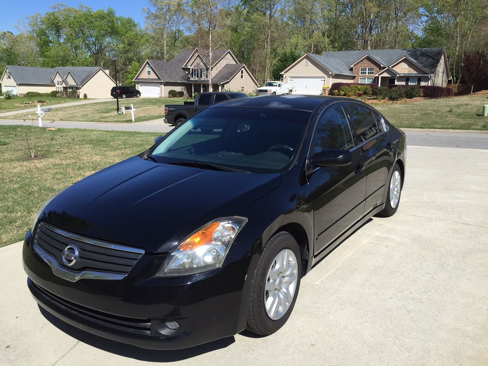 A 2007 Nissan Altima 2. 5 is for sale.